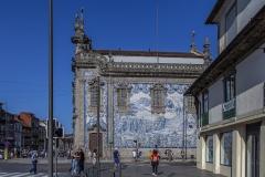 Azulejos, die blauen Kacheln, begegnen einem überall (Igreja do Carmo)
