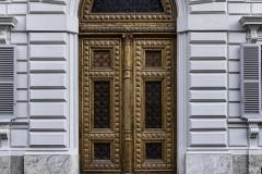 Eine der vielen mächtigen Türen